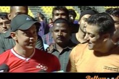 Aamir extends his hand to Salman on photographers banning episode