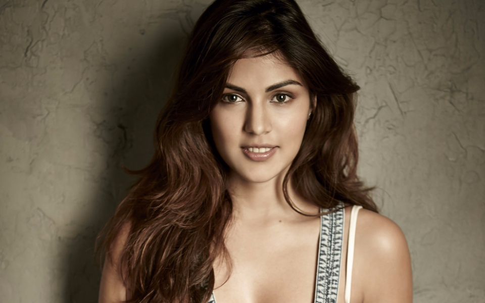 Photo of Rhea Chakraborty Gets ED summons on Sushant's Death Case