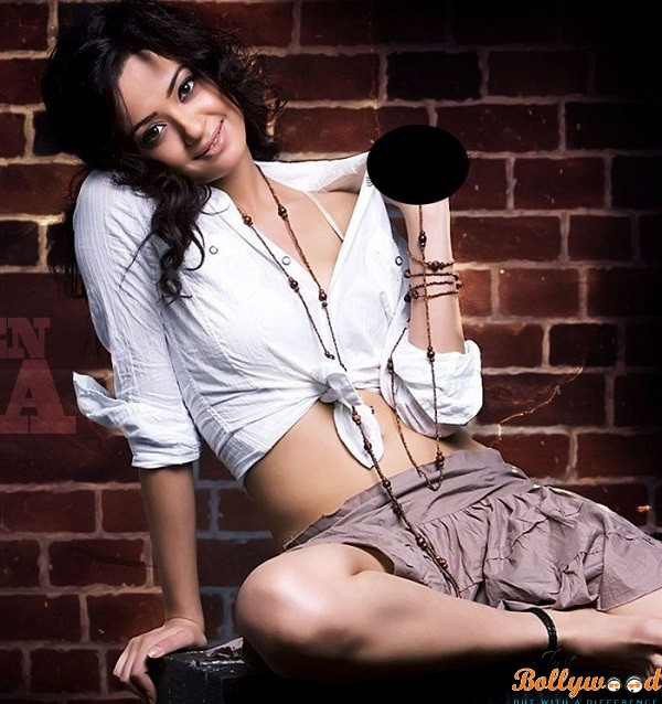 Photo of Surveen Chawla to Promote Ugly On Comedy Nights with Kapil