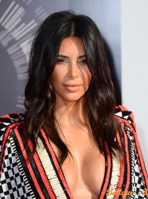 Photo of Kim Kardashian following the path of Pooja Mishra