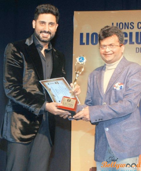 abhishek-bachchan gets best actor award