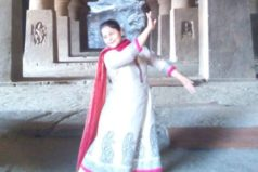 Classical Dancer Vijayshree Chaudhary visits Ellora caves