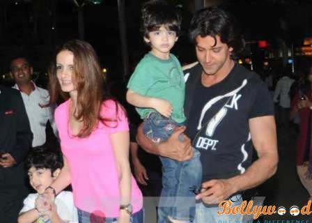 Hrithik Roshan and Sussanne Khan with Hridhaan and Hrehaan
