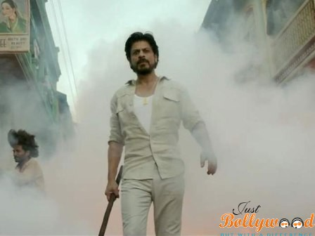 Photo of Catch Raees Promo featuring SRK Giving a Glimpse of His Baniye Ka Dimaag