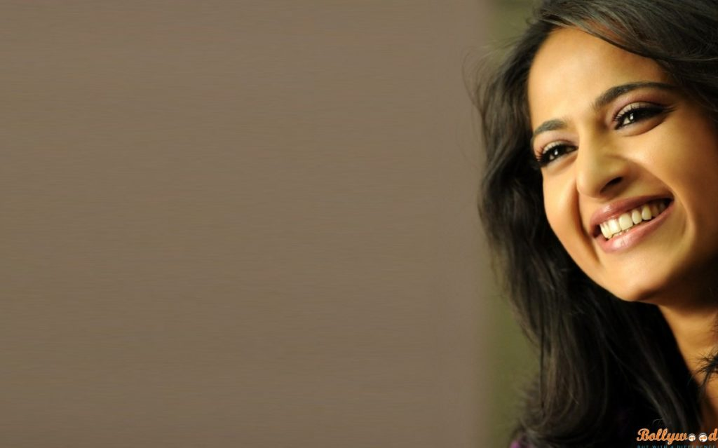 Anushka Shetty Cute Wallpaper