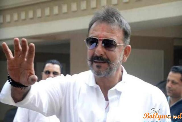 sanjay-dutt-reaches home on his 30 days parole
