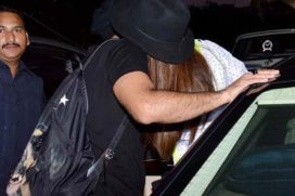 Ohh God!! Now Deepika and Ranveer Entangled Kissing At Airport