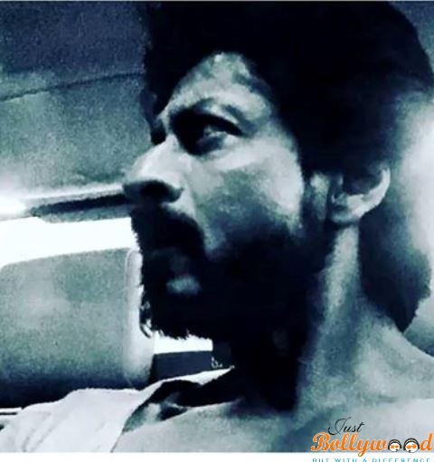 Photo of Catch SRK's new 'oily tanned scruffy' 'Raees' look