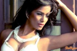 Poonam Pandey back with 'strip-gift' Team India