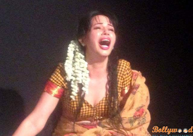 Photo of Rozlyn Khan 's Intense Performance as Sugandhi in the Manto Play !