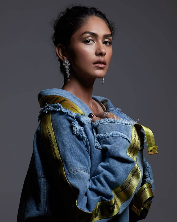 Photo of Mrunal Thakur : Biography, wiki, age, height, instagram, pictures