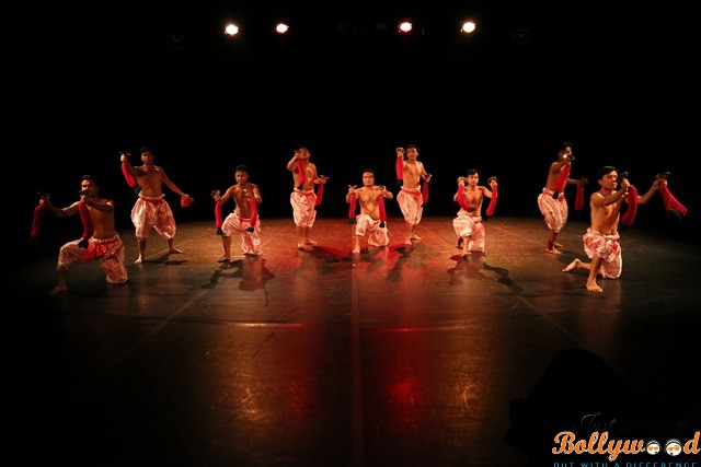 an-indian-contemporary-dance-show-in-opera-bastille-1