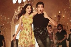 Catch Mon Amour Song Still From Kaabil