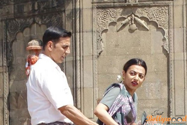 here-are-the-leaked-pics-of-akshay-kumar-radhika-apte-from-padman-1
