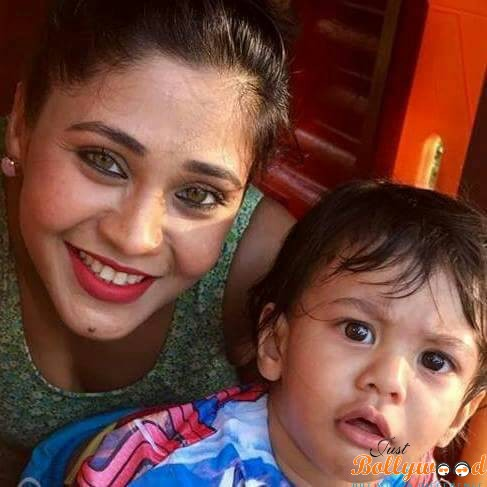 "Photo of My on and off screen sons bond really good"" Ishqbaaz actress Amrapali Gupta"