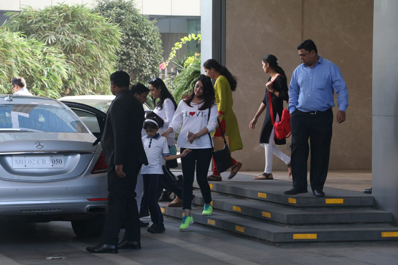 Photo of Aishwarya spotted post lunch date with Aaradhya. Both look 'pretty' in pics.