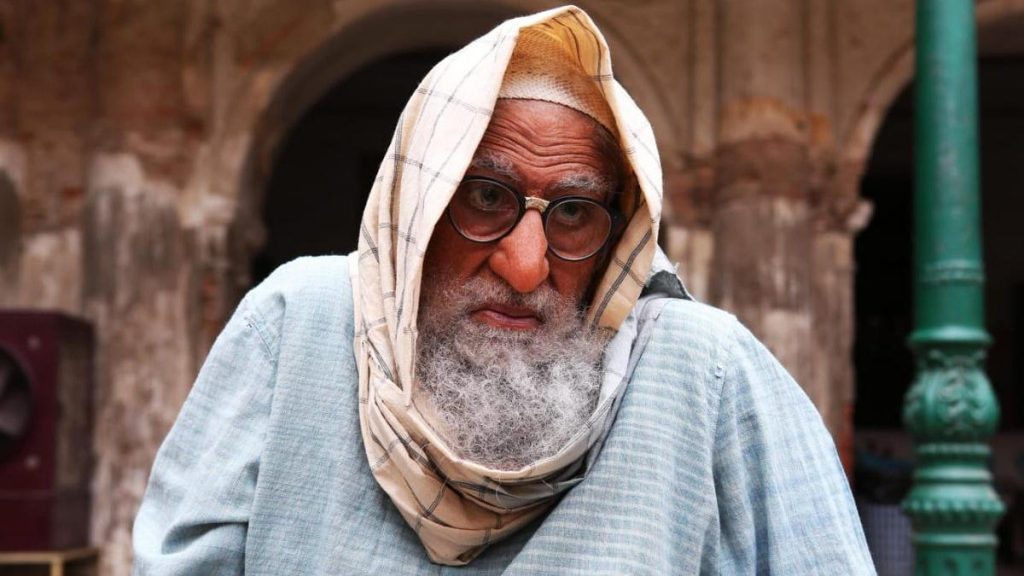 Photo of Catch first look of Big B in Gulabo Sitabo hs is simply unrecognizable!