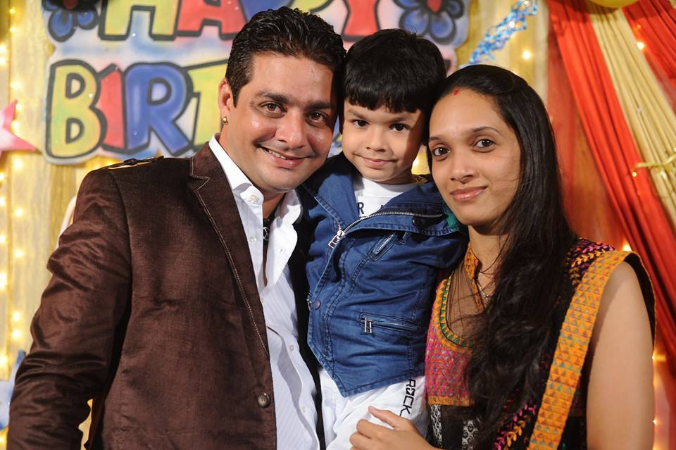 Hindustani-Bhau-with-his-wife-and-son