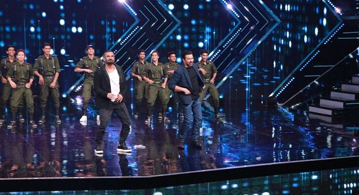 Sunny Deol and Sunil Shetty on the stage of Dance+ 5