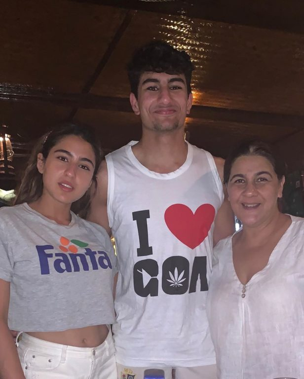 Photo of Sara Ali Khan's Holiday Pictures with family can make you envy her
