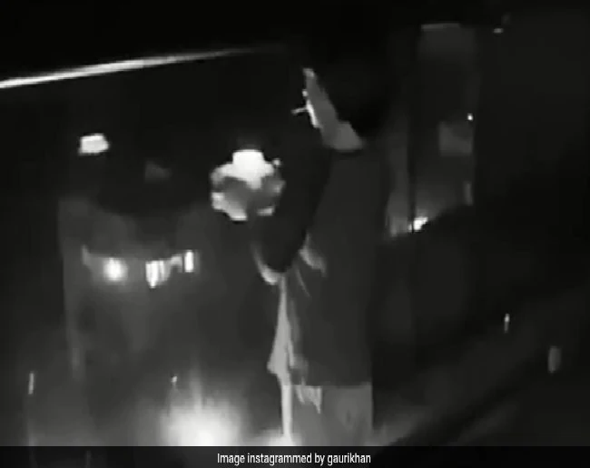 Photo of SRK Son AbRam Lights Candle, Gauri Shares His Video