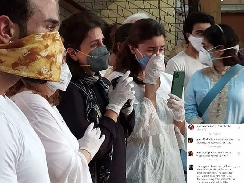 Photo of People Trolling Alia Bhatt for Using Phone on Rishi Kapoor's Funeral Gets into Bad Books