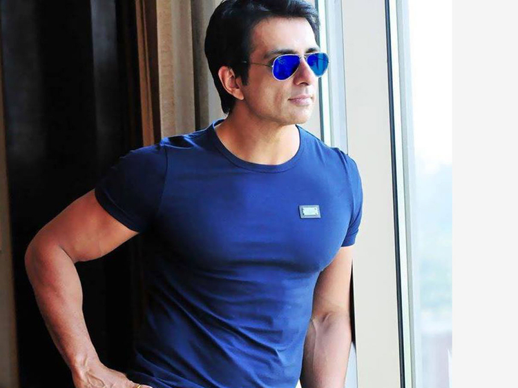 Photo of Sonu Sood blows the internet with his modest response as a fan compares him to Amitabh Bachchan