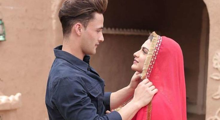 Photo of This is the new style of romance of Asim Riaz and Himanshi Khurana