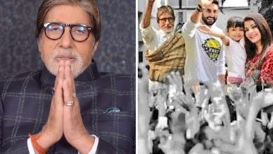 Photo of Big B Thanks his Fans with his Family Picture